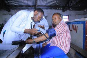 Consultation du Pasteur, le responsable de l'Eglise CEPAC-MUGUNGA