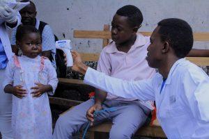 Un enfant ayant le paludisme